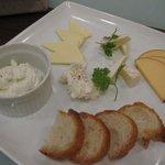 ハニーキックス - 5種類のチーズ盛り合わせ
