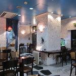 SEAK CAFE - モロッコのスーク(市場)をイメージしたという白壁の店内