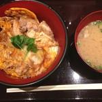 鳥あさ - 親子丼セット500円 見た目ほど味は濃すぎず、鶏肉はしっかり炭火焼きの風味がしました☆