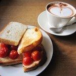 喫茶 星霜  - ミニトマトのオープンサンド 580円