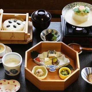 季節に合わせた豆腐の懐石ランチ♪¥3240〜