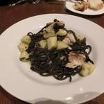 イタリア食堂 Mamma - 茄子と秋刀魚とアンチョビの季節限定のイカ墨パスタ