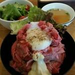 57751396 - ローストビーフ丼L:1,050円