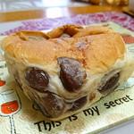 サンブーランジュリ - こだわりの金時豆パン