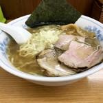 十六屋 - ラーメン(680円)