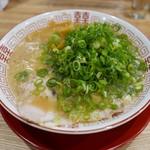 めんきや - ラーメン(葱・背脂多め)