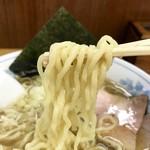 十六屋 - 縮れ太麺はモッチリ