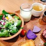 57755819 - サラダとエッグスラット、スープ