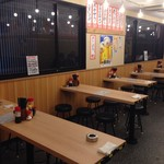 立呑み晩杯屋 - 2階のテーブル席