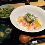 焼はまぐりる - 煮ハマグリの海鮮丼1300円