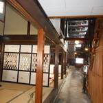 増田観光物産センター 蔵の駅 - 奥の蔵に続く道筋