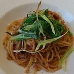 アンピオフューメ - 九条葱とイカのトマトソース