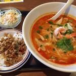東銀座のタイランド食堂 ソイナナ - トムヤム麺セット680円