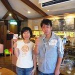 オレンジ カウンティ Cafe - (画像掲載許可済)オーナーのケイさんと噺家の桂 三若さん