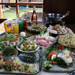 本場の沖縄料理と喉を潤す美酒に舌鼓!
