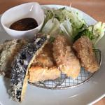 柘榴 - 料理写真:ヒレカツと茄子、椎茸のフライ