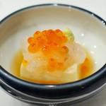 57776188 - 甘海老と新いくら、練り豆腐と山葵の合わせ技が旨い