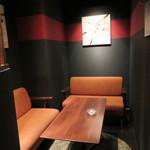 アテンポ - 小さな個室もあります。 グループやお忍びデートにぴったり。