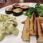 57776459 - シェフが吟味し直送される旬野菜によるオーダーメイドサラダです。                       各種野菜と調理法と味付けを選べます。