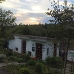 ラ・プロヴァンス - 夕暮れ時・庭から。