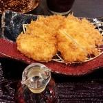 Tonkatsuhamakatsu - 左がロースカツ、右がチキンカツ しっかり揚がっています(16-10)
