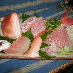 一龍 - お客様が釣ってきました魚を姿盛りにしました