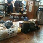 谷町 一味禅 - 店内。ラジオがかかっていて昭和の雰囲気!?