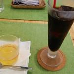 ななき - リンゴのゼリー、アイスコーヒー