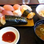 和風れすとらんみなかわ - 料理写真:寿司定食(800円)