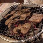 七輪焼肉 安安 - 安安カルビ(290円)、ロース(390円)