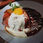 57785717 - ビーフストロガノフのローストビーフ丼!                       (日差しが強すぎてまともに撮れず)
