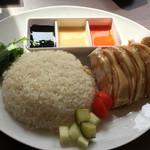 シンガポール ホーカーズ - 海南鶏飯 ハイナンジーファン シンガポールチキンライス(大盛り)990円。