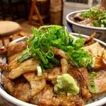 炭火焼豚丼 信玄 - 並盛りの醤油ダレ