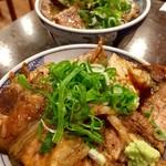 炭火焼豚丼 信玄 - 小盛り(637円)と並盛り(712円)(2016.10現在)