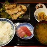57788742 - 2016.10 まぐろステーキ定食(830円)