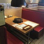 炙りやHERO - テーブル席