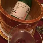 メインダイニングルーム 三笠 - 日本酒は奈良の地酒!氷で冷やしてくれはる心遣いがめちゃめちゃ嬉しいのだ!