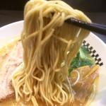 ラーメンキャロル - 麺は細麺ですね