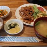 あぷりこっと - 料理写真:日替わり定食(焼き肉) 880円