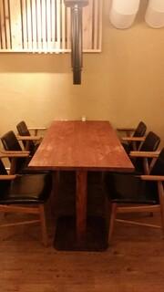 韓味一 朴邸 - テーブル席は厨房の目の前で朴邸のカウンターのようなお席です。