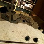 タベルナ トーキョー - シェルフの装飾