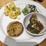 カフェ&ミール ムジ - 豆腐ハンバーグ+パセリと青菜のスーネ+マヒマヒのキノコ餡+ポテトサラダ
