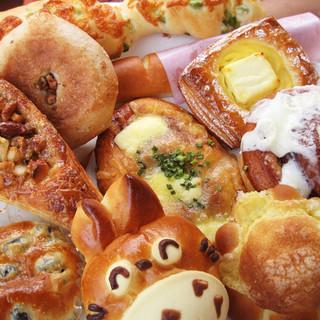 特製ベーカリーで朝から美味しいパンをつくっています