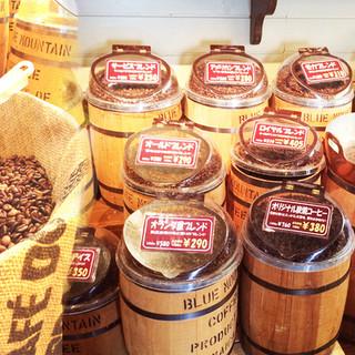 店頭ではフジエダ珈琲の新鮮な珈琲豆を量り売りにて販売中です