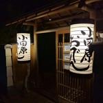 小田原おでん本店 - 店前 小田原提灯の灯りが素敵です