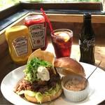 57798623 - BBQ Chile Beef Burger 1650円                       コカコーラゼロ 150円
