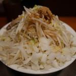 豚とこむぎ -  中ラーメン250グラム720円