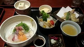 一楽 - 海鮮丼と季節の天婦羅御膳 (イクラぬき)
