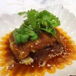 Gold Fin 過門香 - 比内地鶏の白蒸し赤タレソース