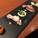 イベリコ屋 - イベリコ屋 六本木店(東京都港区六本木)イベリコ豚炙り寿司2種盛